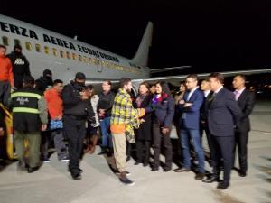 Ecuador repatría a 33 presos de EEUU para que completen condenas en el país