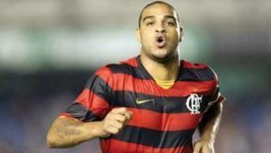 Adriano se ofrece a jugar gratis en el Flamengo