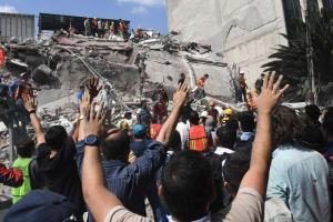 Ciudad de México, 'de pie' dos meses después del terremoto, dice su alcalde