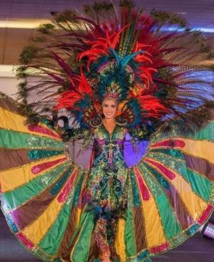 Daniela Cepeda, Miss Ecuador, destaca en su desfile de Traje Típico