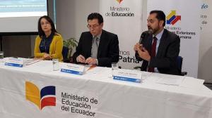 Ecuador lanza programa de bachillerato a distancia para sus migrantes en EEUU