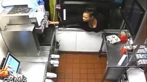 Ofrecen 500 dólares por la 'ladrona de hamburguesas'