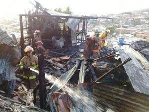 Voraz incendio consume al menos 3 casas en Portoviejo
