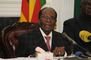 Robert Mugabe dimite como presidente de Zimbabue tras 37 años en el poder