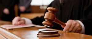Mujer lesbiana gana la tutela de sus dos hijos tras pelea legal con su expareja
