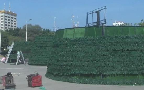 Árbol navideño de 20 metros de alto con 27 mil focos adornará a Manta