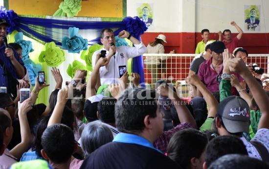 Expresidente Correa en Portoviejo llama a 'denunciar esa consulta mañosa'