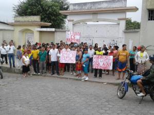 Padres rechazan fusión de escuelas