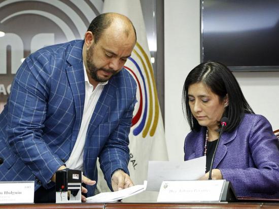 Moreno pide al CNE que convoque a la consulta