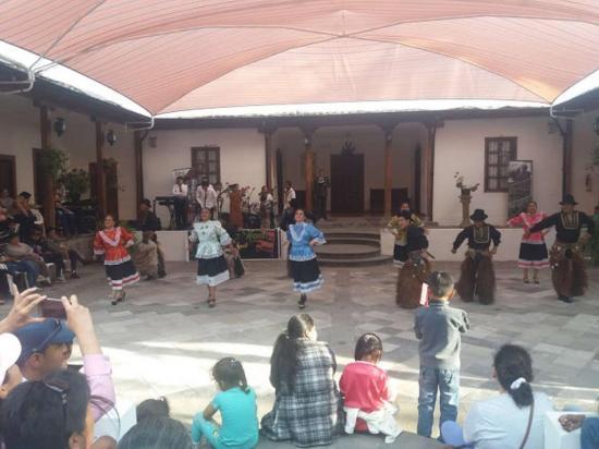 Viven la danza y  música tradicional