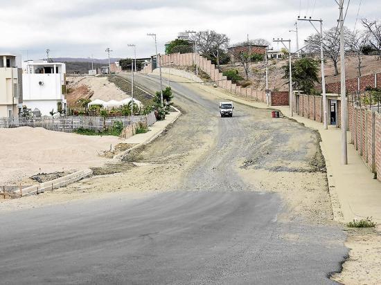 Habitantes piden que  se concluya rápido la  pavimentación de vía