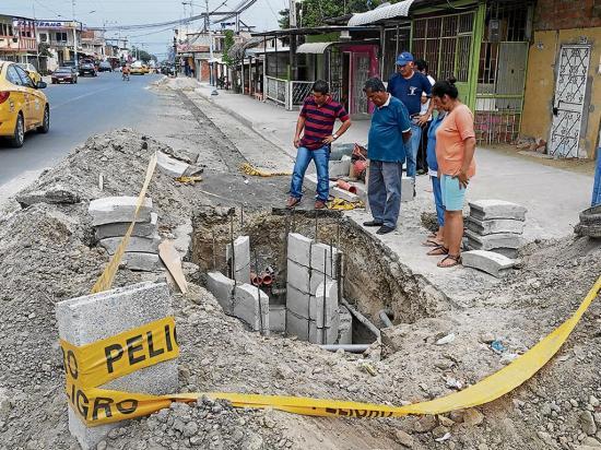 Reclaman por desvío de tuberías de agua por instalación de fibra