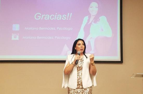 Psicóloga manabita destaca en Cumbre Mujeres de América