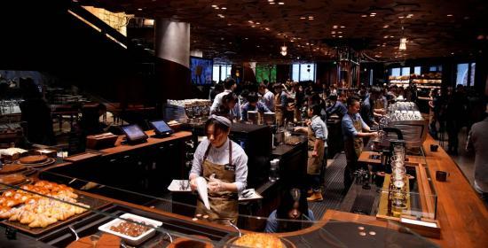 Starbucks abre su establecimiento más grande del mundo en Shanghái
