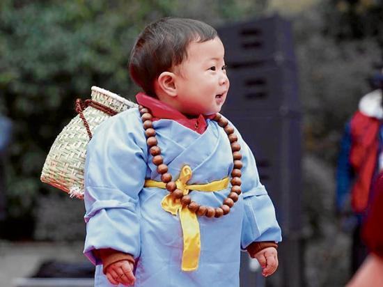 China 30 adorables niños hacen su debut como 'monjitos' y cautivan la web