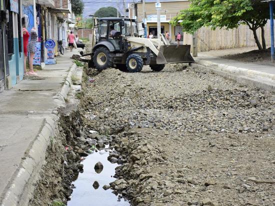 Exigen que se aceleren los trabajos en la calle antes del invierno