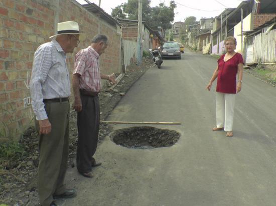 Habitantes inconformes por la reparación de una calle