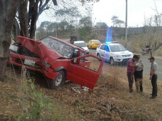 La Policía lo captura con una camioneta robada luego de chocar con árbol