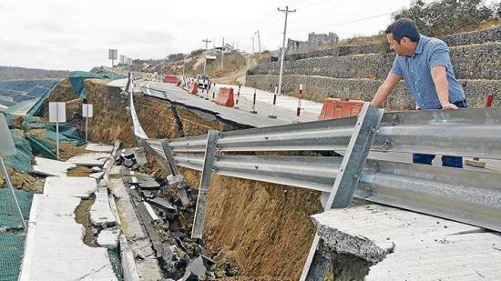 Culpan al sismo de daño en la vía a San Mateo