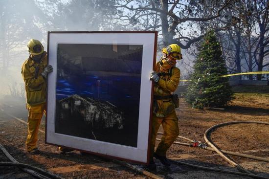 Incendios de California alcanzan a millonarias mansiones de Beverly Hills