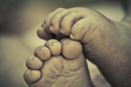 Mujer tuvo que guardar el cadáver de su bebé en un refrigerador