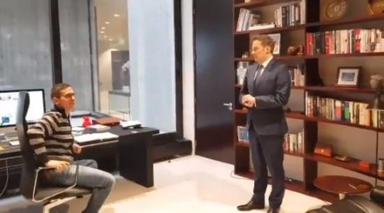 El embajador australiano en Francia le pide en matrimonio a su pareja