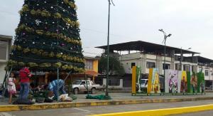 Se iluminó  árbol gigante de Navidad