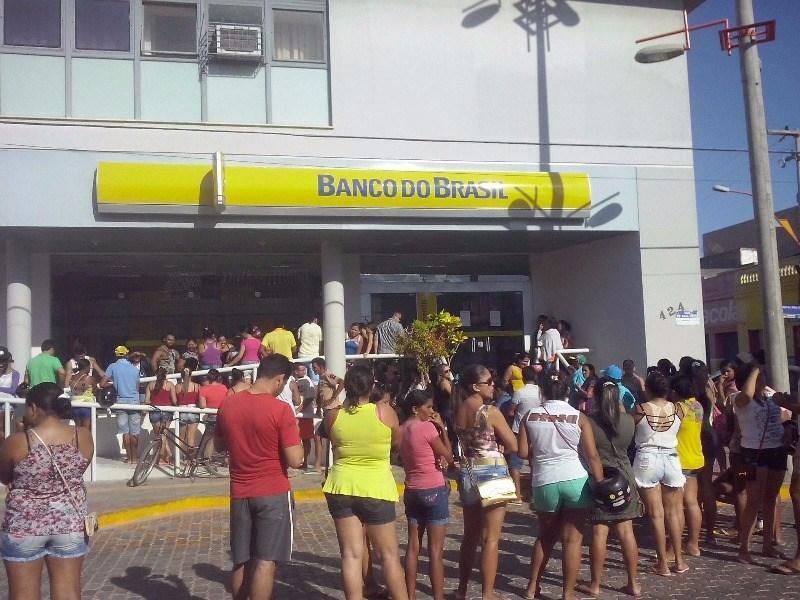 Condenan a un banco brasileño a pagar 61.000 dólares por demora en las filas