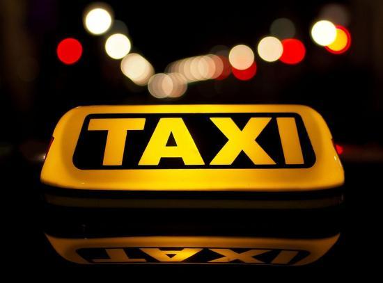 Hombre muere de camino al hospital y lo mandan a su casa en un taxi