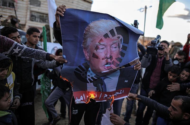 DÍA DE LA IRA: Un muerto y decenas de heridos en protestas por Jerusalén