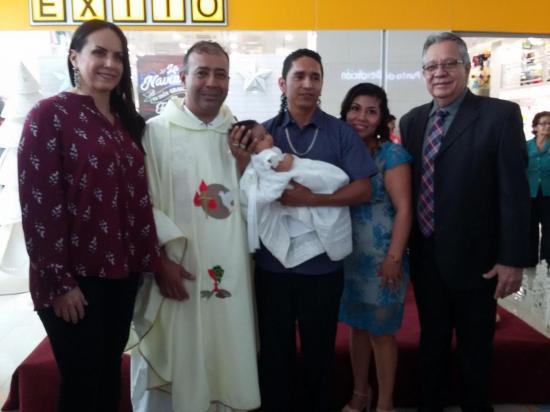 La pequeña Ainhoa fue bautizada en el Mall del Pacífico