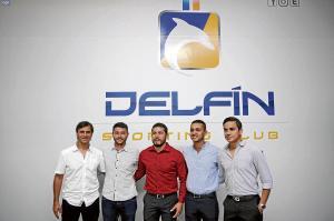 Delfín crea su marca con nuevo escudo