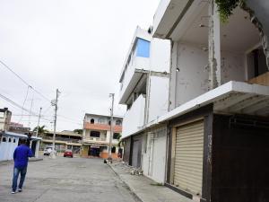 Las malas condiciones  de un edificio preocupan a los moradores