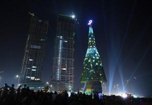 Sri Lanka logra récord Guinness por el árbol de Navidad más alto del mundo
