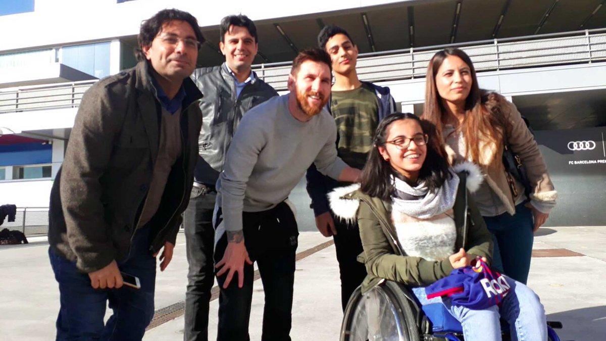 Felicitaciones De Navidad Del Fc Barcelona.La Historia De Una Refugiada Siria Inspira La Campana De