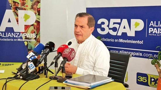 Consulta viola Constitución de Ecuador, dice Ricardo Patiño tras denuncia en OEA