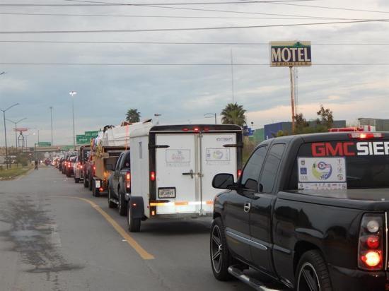 Unos 4.000 migrantes regresan a México por Navidad protegidos en una caravana