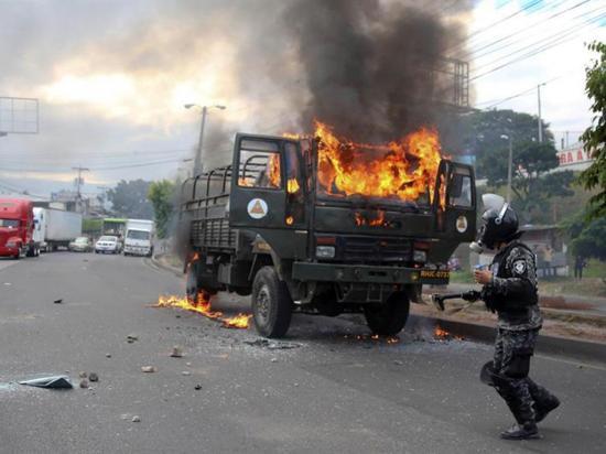 Incendian 3 camiones en protestas en las carreteras de Honduras