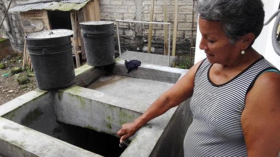 Sin agua en la calle Galápagos