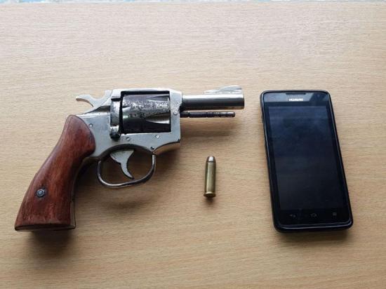 Detenidos por amenazar con arma de fuego