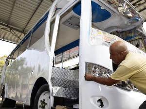 """Los buses visten con una nueva """"moda"""""""