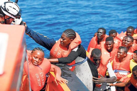 Rescatan a 262 personas en las costas de Trípoli