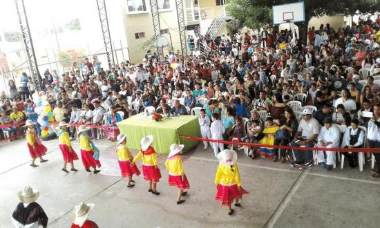 Con bailes tradicionales