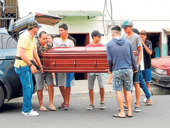 Los restos de Yandri descansan ahora en la  bóveda de su papá