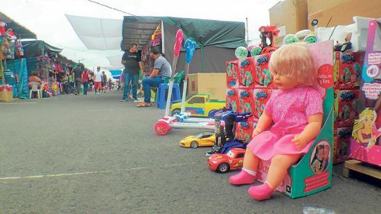 Piden que el parqueo de vehículos sea más cerca de puestos de juguetes