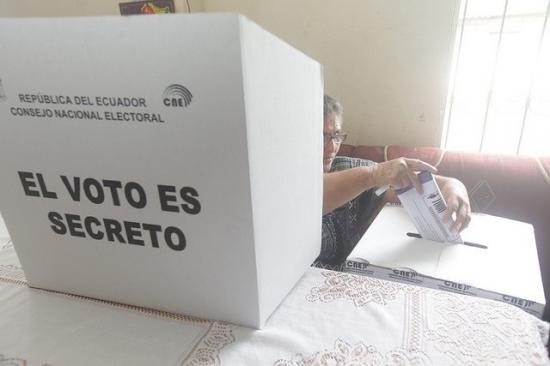 CNE amplía por dos días plazo de inscripción para consulta popular en Ecuador