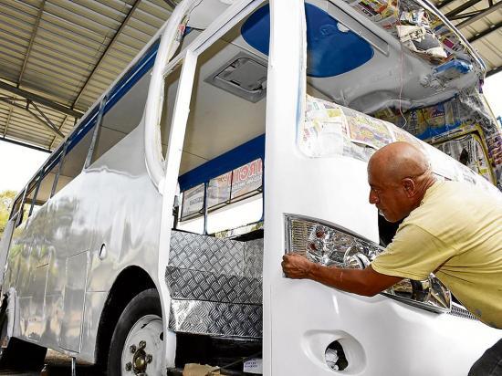 "50 buses visten nueva ""moda"""