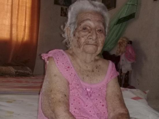 Dioselina tiene 101 años y no usa lentes