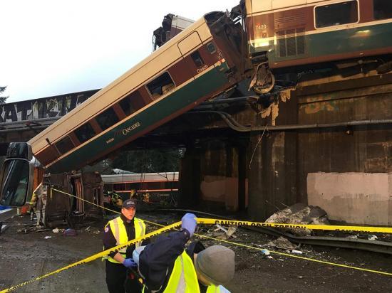 Un tren que inauguraba nueva ruta se descarriló y dejó 77 heridos