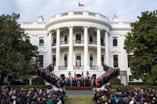 Trump celebra 'el mayor recorte de impuestos de la historia' de EE.UU.